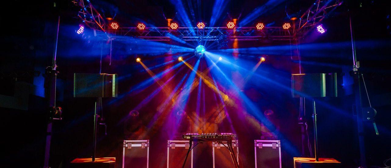Организация и обеспечение дискотек, концертов, праздничных и иных мероприятий, конференций.
